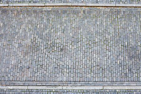 calle de adoquines y el pavimento desde arriba.