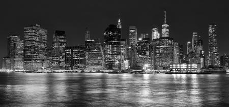 밤, 뉴욕, 미국 맨하탄의 흑인과 백인 파노라마 사진.