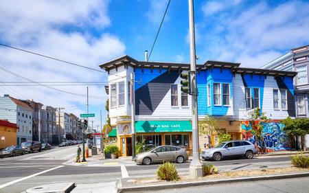 샌프란시스코, 미국 -2008 년 8 월 24 일 : 다채로운 주택 샌 프란 시스 코 Divisadero 스트리트에 대 한 일반적인.