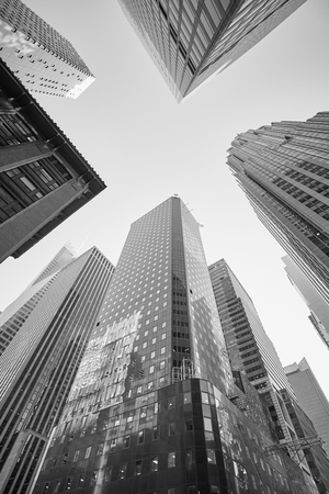 Black and white picture of Manhattan skyscrapers, New York City, USA. Banque d'images