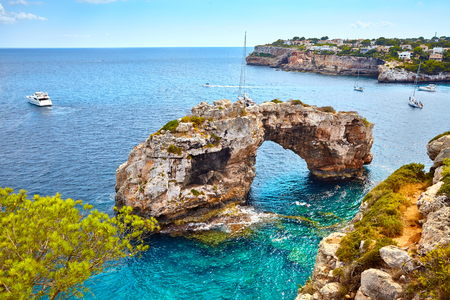 Es Pontas, a natural arch in the southeastern part of Mallorca, Spain. Stockfoto