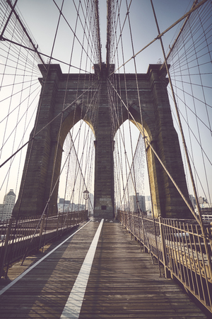 Brooklyn Bridge at sunrise, color toned picture, NYC. Imagens