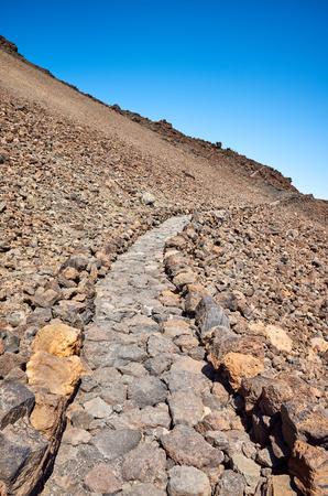 Trail to Mount Teide summit, Teide National Park, Tenerife, Spain. 免版税图像
