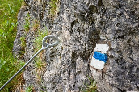 Hiking trail blue paint marking on a rock, selective focus. Stockfoto