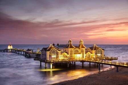 Pier in Sellin, the Jewel of Rugia (Ruegen) Baltic Coast island at purple sunrise, Germany. Banco de Imagens