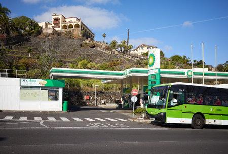 Puerto de la Cruz, Tenerife, Spain - March 29, 2019: Bus passing BP Gas Station at Botanico Road. Éditoriale