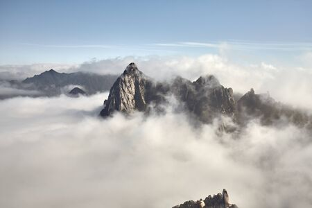 Huashan National Park mountain landscape in cloud cover, China. Archivio Fotografico