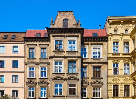 Old tenement houses on Slaska Street in Szczecin, Poland. Banque d'images