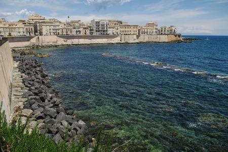 devanture: La fa�ade de b�timents anciens � front de mer de Syracuse, Sicile, Italie