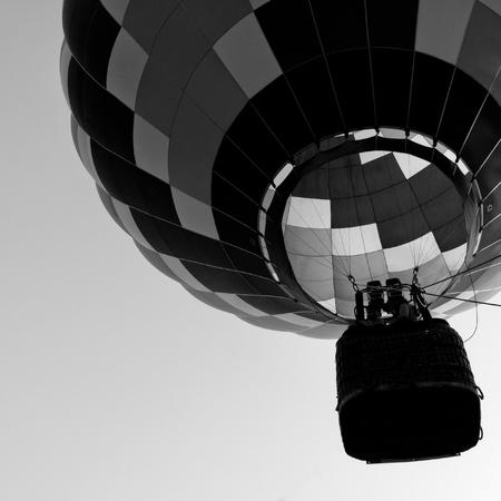 black an white: Globo de aire caliente en blanco y negro
