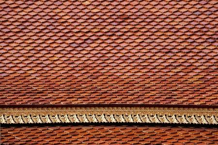 Les carreaux d'argile et la texture ornement tha�landais sur le toit de style tha�
