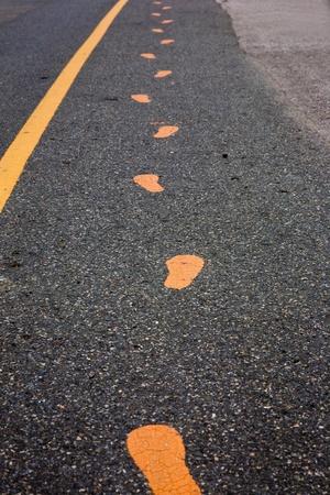 empreintes peintes sur la route Banque d'images