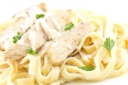 perejil: Pollo Fettuccini Alfredo con perejil rizado Foto de archivo