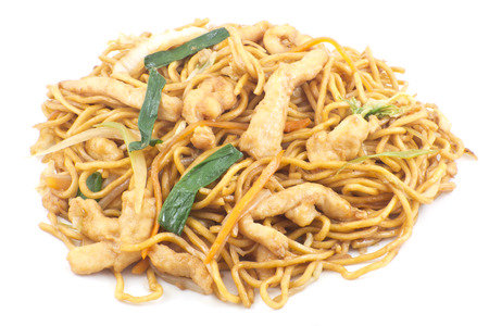 yi mein: Delicious chinese food, chicken Lo Mein stir fry