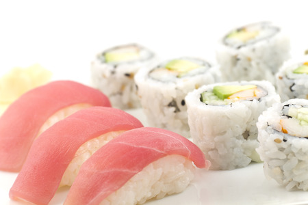 Authentic Japanese cuisine tuna sushi with california roll, wasabi, and ginger 版權商用圖片