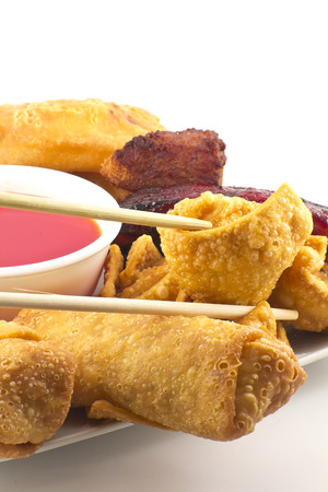 pu: Pu pu platter with crab rangoon, egg rolls, fried chicken, BBQ Beef sticks, and fried wontons with sweet sauce Stock Photo