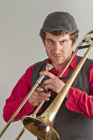 trombon: M�sico Trombone toma un momento para estar enojado con su p�blico