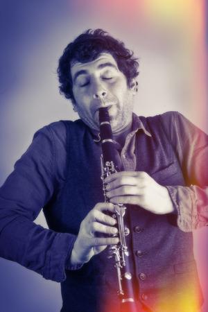 clarinet: M�sico tonto siente la m�sica como �l toca el clarinete
