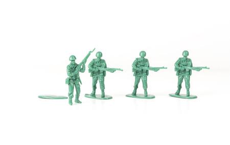 autonomia: Hombre del ejército verde pasos a su soporte de base para la nueva aventura Foto de archivo