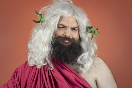 sarc�stico: Sarc�stico dios Zeus o J�piter se burla de un concepto