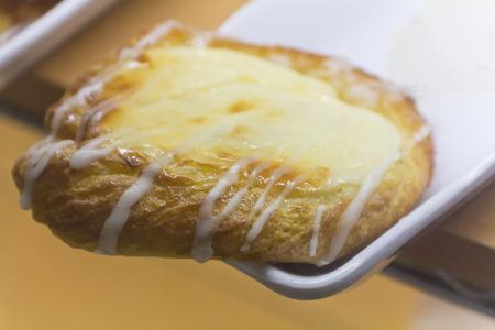 french pastry: Lim�n Franc�s pasteler�a kouign amann en la pantalla y listo para ser devorado