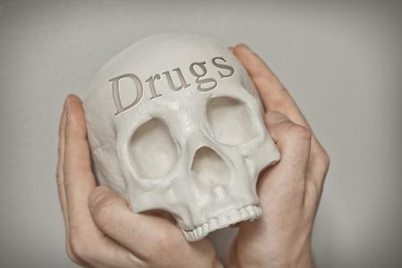 sobredosis: Drogas palabra grabada en el cráneo explican la causa de muerte
