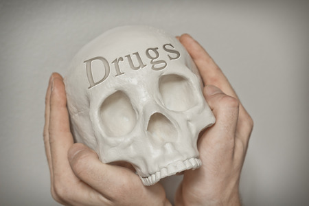 sobredosis: Engraved word drugs on skull spell out cause of death