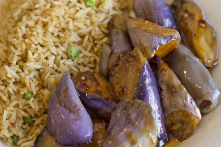 berenjena: berenjena salteada chino con salsa de ostras y arroz frito