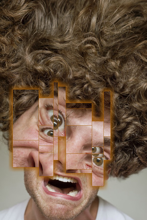 desprecio: Desali�ado hombre de rostro con el pelo rizado desordenado afro, abstracta