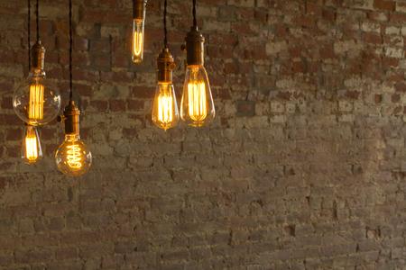 Decorativi antichi lampadine stile edison contro muro di fondo Archivio Fotografico - 47181832
