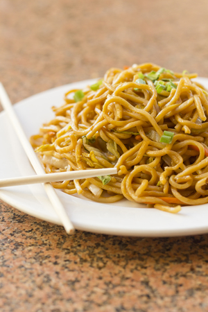 yi mein: Delicious chinese food, vegetable Lo Mein stir fry