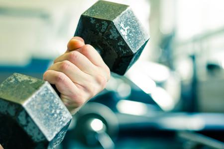 운동 오래 된 질감 된 아령 무게 체육관 운동