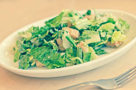 ensalada cesar: Fresh organic caesar salad with grated asiago cheese