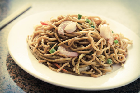 mee pok: Delicious chinese food, shrimp Lo Mein stir fry