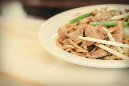 lo mein: Authentic Chinese chicken lo mein noodles at a restaurant Stock Photo