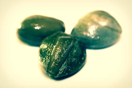 alcaparras: Macro de cerca de tres alcaparras italianos, comestibles botones florales