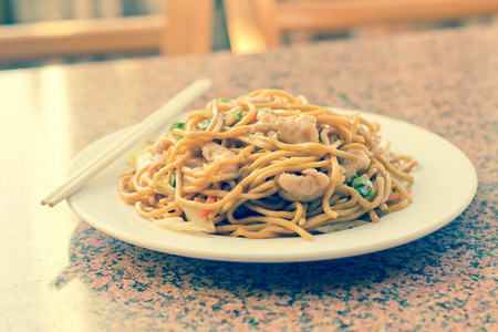 mee pok: Delicious chinese food, chicken Lo Mein stir fry