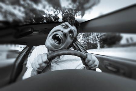 愚かな男が自動車事故に取得し、とんでもない顔になります 写真素材