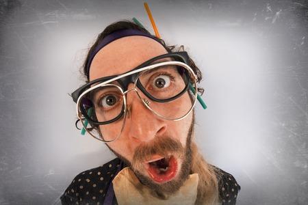 loco: Barbudo loco loco que llevaba varios pares de gafas Foto de archivo