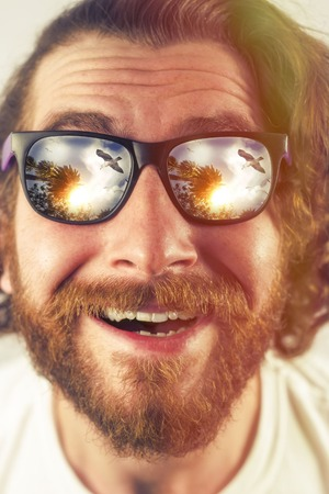 Bearded man vacation sunglasses reflection amazed expression Banco de Imagens