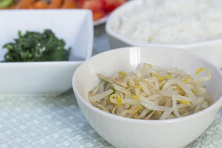 Bean Sprout Salade Kongnamul muchim met rijst