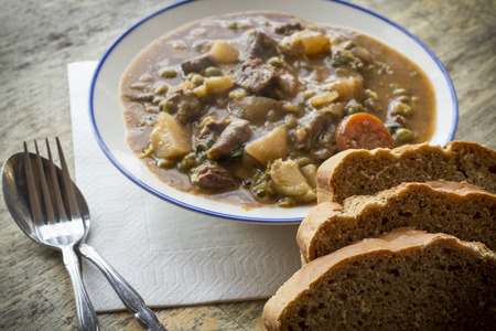 beef stew: Authentic Irish beef stew with beer bread Stock Photo