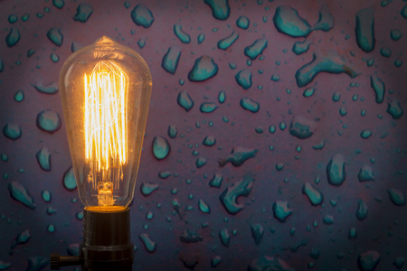 water drip: Decorative antique edison style filament light bulb with water drip background