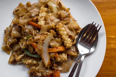snap bean: Spicy squid pad thai dinner with asian vegetables