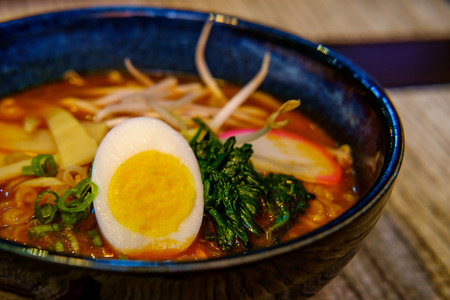 Fresh spicy korean ramen with bean sprouts hard boiled egg and spinach Stockfoto