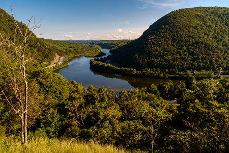 View of Mt. Minsi from the top of Mount Tammany near the Delaware Water Gap 스톡 콘텐츠