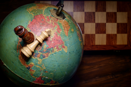 Chess kings winner and loser on globe map of the world Banco de Imagens