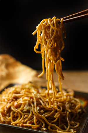 Eating Chinese pork lo mein noodles with chopsticks Reklamní fotografie - 112361947