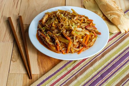 Chinese shredded pork peking style with vegetables and chopsticks Imagens - 128525981