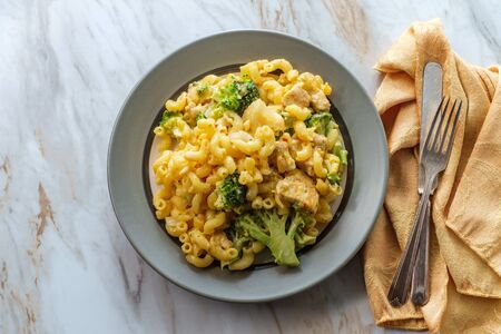 Spicy gluten free chicken and broccoli mac and cheese